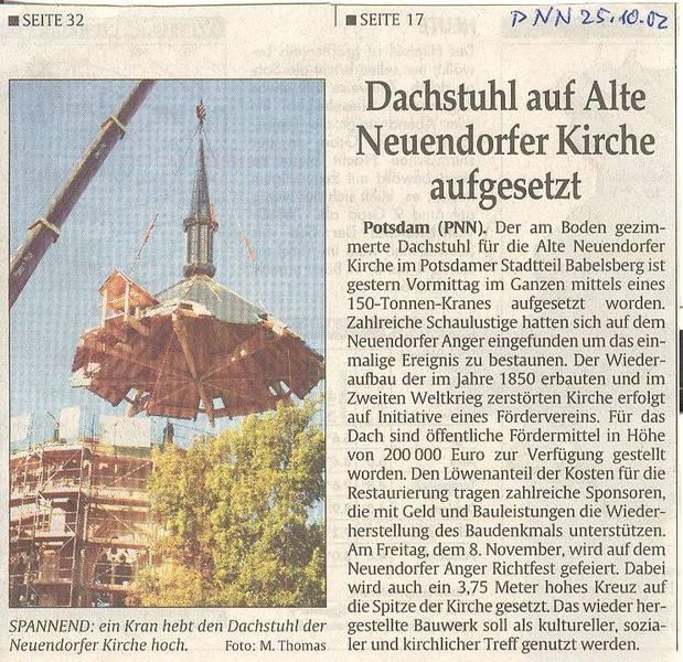 Dachstuhl auf Alte Neuendorfer Kirche aufgesetzt
